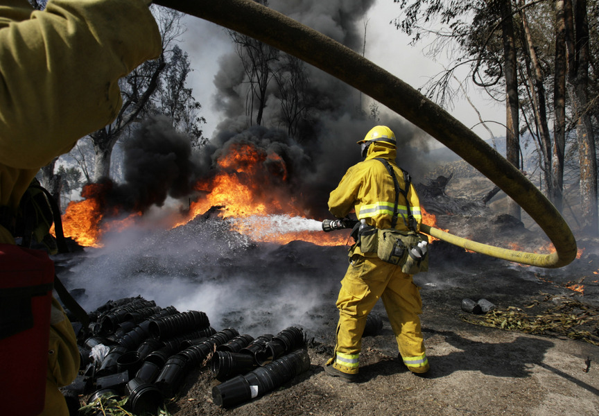 Fighting wildfires in Foothill Ranch, California. © 2007 by Mark Avery